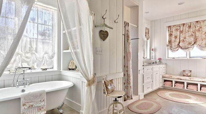 Il bagno Shabby Chic; e le saponette a forma di cuore sono fatte per essere usate?