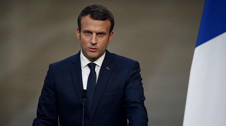 Cari Macron e Philippe, meglio uscire dall'euro ora con le ossa intere e non dopo con le ossa rotte.
