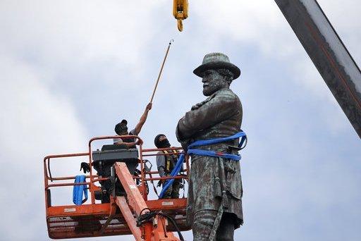 I Rioters di Charlottesville sono pagati: ecco l'annuncio di lavoro. E rimettete le statue a posto, amen.