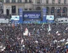 Piazza Duomo al comizio di Salvini.