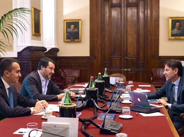 Salvini, bisogna fare assolutamente l'impeachment a Mattarella perché se no lo fa di nuovo.