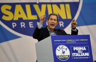 Il presidente della Regione Sicilia Sebastiano Musumeci al raduno della Lega a Pontida, 1 luglio 2018. ANSA/DANIEL DAL ZENNARO