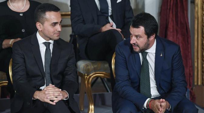 Salvini: la verità dietro i tweet, i migranti continuano a sbarcare in Italia; come fermarli.