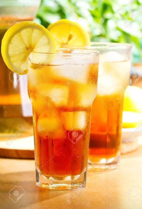 13495975-bicchiere-di-tè-freddo-al-limone